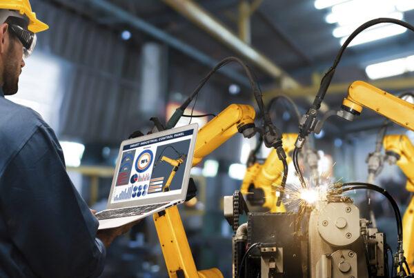 como programar un robot industrial